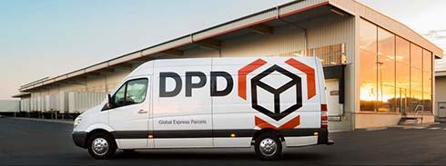 Ein Lieferwagen von DPD vor dem Verteilerzentrum